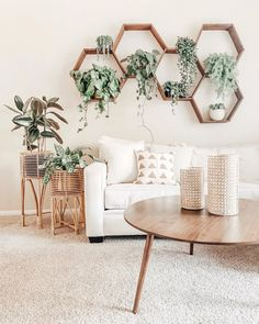 Wohnen 🌿Light and Bright on this beautiful Tuesday, but those hexagon shelves are one of a kind 💖🌿 📸 Boho Living Room, Home And Living, Living Room Wall Art, Coffee Table Decor Living Room, Living Room Plants Decor, House Plants Decor, Decorating Coffee Tables, Plant Decor, Hexagon Shelves