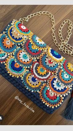 Crochet Border Patterns, Tapestry Crochet Patterns, Crochet Purse Patterns, Crochet Case, Crochet Motif, Hand Knit Bag, Crochet Shoulder Bags, Crochet Collar, Crochet Handbags