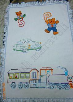 Αλμπουμ:Χαριτωμένη...προίκα.! Για αγοράκι και μπαμπά που τους αρέσουν τα αυτοκίνητα. Κουβέρτα βαμβακερή κεντημένη σταυροβελονιά. Κεντήσαμε ανάλαφρα,χωρίς πολλά γεμίσματα στο τρένο και το αυτοκίνητο. Γύρω κόβοντας σατέν σιέλ εισαγωγής(απαλό στην υφή),πιετάρισα σε βολανάκι και έβαλα τρεσούλα σαν τελείωμα επάνω του.Τιμή ετοιμοπαράδοτου:115 ευρώ. Γιούλη Μαραβέλη-Χαλκίδα.Τηλ:22210 74152.