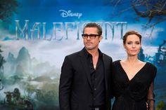 Брад Пит и Анджелина Джоли по синия килим на  ГОСПОДАРКА НА ЗЛОТО