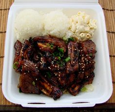 plate lunch of 2 scoops rice, macaroni salad and kalbi ribs. plate lunch of 2 scoops Kalbi Beef, Kalbi Ribs, Hawaiian Plate Lunch, Hawaiian Dishes, Hawaiian Recipes, Hawaiian Bbq Beef Recipe, Asian Recipes, Beef Recipes, Cooking Recipes