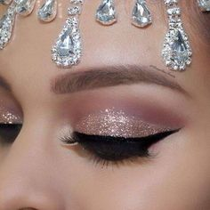 Makeup Idea 2018 ✨✨Hello my babes ! Cut crease glitter glam ❤️️ Huda Beauty Евгений Худин Rose gold palette & Audrey lashes by Huda Beauty ✨✨ wet n wild liquid eyeliner ✨✨ J. Cat Beauty Rocking the night glitter ✨✨ Morphe Brushes brushes used ✨✨ Eye Makeup Glitter, Rose Gold Makeup, Smokey Eye Makeup, Glam Makeup, Makeup Inspo, Bridal Makeup, Wedding Makeup, Hair Makeup, Makeup Ideas