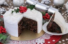 The Ballymaloe Queen of Irish cooking, Darina Allen's very own tasty twist on the traditional Irish Christmas cake classic. Chocolate Log Recipe, Chocolate Christmas Cake, Yule Log Cake, Gooey Butter Cookies, New Year's Eve Appetizers, Christmas Desserts, Christmas Cooking, Holiday Treats, Christmas Recipes
