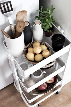 Cart's are good helpers in the household. In addition to being good at using and bringing in things, it is good to put things in place. For example, if you have a small kitchen or bathroom, and you have no idea where and how to place your things, then the cart is one awesome solution.
