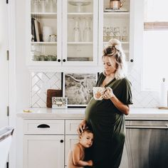 Mom and children photography family pictures sweets 35 Ideas Pregnancy Outfits, Pregnancy Photos, Pregnancy Style, Baby Pregnancy, Pregnancy Fashion, Baby Family, Family Life, Acacia Brinley, Future Maman