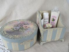 Tin Can Crafts, Wood Crafts, Shaby Chic, Decoupage Box, Idee Diy, Hat Boxes, Jewellery Boxes, Crafty Craft, Wooden Diy
