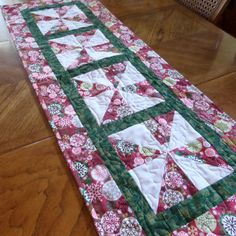 Quilted Snowflake Tablerunner by lmkquilts on Etsy, $35.00