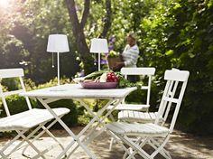 Hoy me gusta   Ikea en el jardín y en la terraza en blanco y negro