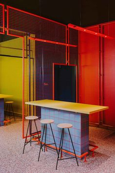 Milan's most stylish new coffee shop and restaurant, Cafezal, has been designed by Studiopepe in Milan. Fast Food Restaurant, Restaurant Design, Modern Restaurant, Art Restaurant, Life Size Games, Interior Architecture, Interior Design, Blue Tiles, Cafe Design
