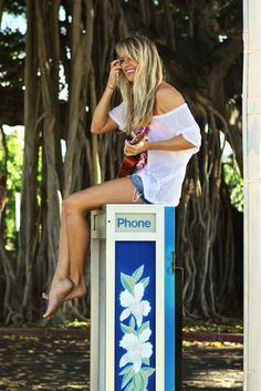 I know where this girl is at...but seriously hoales need to stop playing ukulele around Hawaii it's just a shame