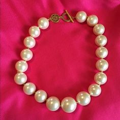 "⚡️FLASH SALE ⚡️Ann Klein bold faux pearl necklace Make a statement with this bold necklace. Faux pearl beads and gold beads in between. 18"" length. No trades. Anne Klein Jewelry Necklaces"