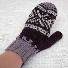 MaJiusvotter til dame (oppskrift) (in Norwegian with chart) Mittens Pattern, Knit Mittens, Mitten Gloves, Crochet Pattern, Free Pattern, Knit Crochet, Fair Isle Knitting Patterns, Sweater Knitting Patterns, Free Knitting