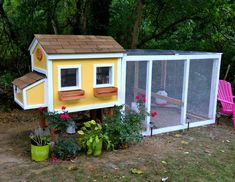 This site has a bunch! Small Chicken Coop Designs & Pictures of Chicken Coops - BackYard Chickens Community Chicken Coop Designs, Mobile Chicken Coop, Small Chicken Coops, Diy Chicken Coop Plans, Chicken Coup, Backyard Chicken Coops, Building A Chicken Coop, Chickens Backyard, House Building