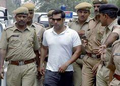 फाइल फोटोः जोधपुर अदालत से बाहर निकलते सलमान खान।