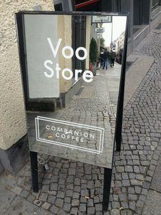 15 Super Ideas For Exterior Signage Design Window Shop Signage, Retail Signage, Wayfinding Signage, Signage Design, Cafe Design, Design Design, Berlin Shopping, Sign Board Design, Banner Design