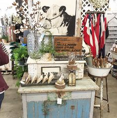 Jenni and Jared are on the road to Vintage Market Days in Oklahoma ! Vintage Market Days, Antique Market, Antique Shops, Market Displays, Craft Show Displays, Booth Displays, Display Ideas, Vintage Booth Display, Antique Mall Booth