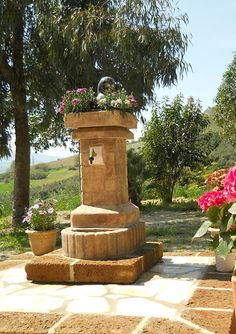 Fontana da giardino mod. fiorita old stone, località: Ripatransone (Ascoli Piceno)