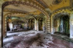the-most-incredible-photos-in-abandoned-places-18