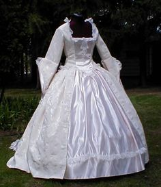 victorian dress! I woulda loved to be there when they wore dresses like this! There so pretty!
