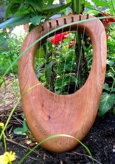 Want a lyre.. Don't you want to pick it up and hold it and pluck the strings? It has soft-looking rounded edges.