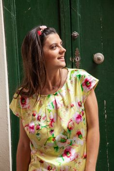floral printed yellow silk blouse with short sleeves LISSI Yellow Blouse, Floral Blouse, Red Flowers, Spring Flowers, Printed Silk, Spring Day, Resort Wear, Summer Collection, Editorial Fashion