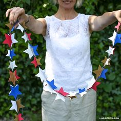 Make your own paper star garland for 4th of July, baby shower, bridal shower, birthday parties or brunch celebrations using our template and tutorial!
