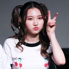 sungyeon / shannon Kpop Girl Groups, Kpop Girls, Pristin Kpop, Extended Play, Pledis Girlz, Loona Kim Lip, Pop Photos, Wendy Red Velvet, Pledis Entertainment