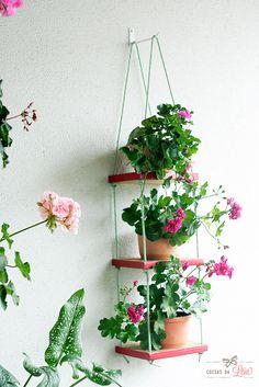 Coisas da Léia: Prateleira suspensa para plantas ou objetoshttp://www.coisasdaleia.com.br/2015/04/prateleira-suspensa-plantas.html