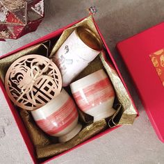 Traditional Chinese values always emphasize on harmonious relationships. This Chinese New Year KitaKita wants you to experience this harmony with a loved one. Savor some tea both heartwarming and uplifting in our hand-thrown artisanal ceramic cups with Year of The Monkey wooden coasters. Contact us at 03-20961323 or email@kitakita.my for more details about KitaKita's Chinese New Year hampers. #KitaKitaMY #Hamper #GiftBox #Gift #Gifts #ChineseNewYear #CNY #CNY2016 #Festive #Festival…