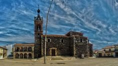 Iglesia y ayuntamiento de Carbajales de Alba, capital de la Tierra de Alba (Zamora)