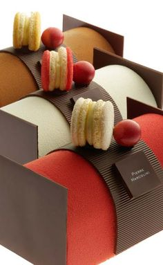 Passion For Luxury : Pierre Marcolini Belgian luxury chocolats Assiette Design, Macaroon Cake, Macarons, Chocolates, Cafeteria Food, Cake Packaging, Masterchef, Log Cake, French Macaroons
