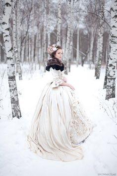Russian Wedding Dress-lieschenr: photo by snowmice makeup by Эля Саярова (Elya Sayarova) Pretty Dresses, Beautiful Dresses, Amazing Dresses, Beautiful Things, Moda Medieval, Foto Fantasy, Russian Winter, Russian Wedding, Winter Wonderland Wedding