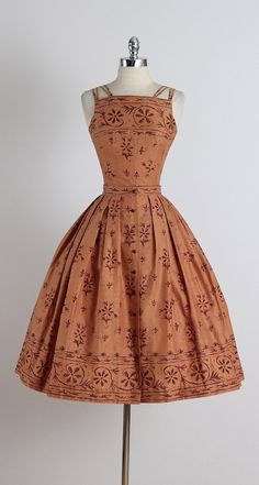 The 30 Best Vintage Inspired Dresses - cute dresses outfits Vintage Inspired Dresses, Vintage Dresses, Vintage Outfits, Vintage Clothing, 1940s Dresses, Dresses Dresses, Pretty Outfits, Pretty Dresses, Beautiful Dresses