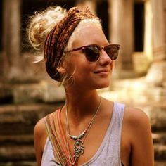 Este verano pañuelos en la cabeza... http://15colgadasdeunapercha.com/2013/07/07/10-must-do-summer-hairstyles/  This summer head scarves... http://15colgadasdeunapercha.com/2013/07/07/10-must-do-summer-hairstyles/