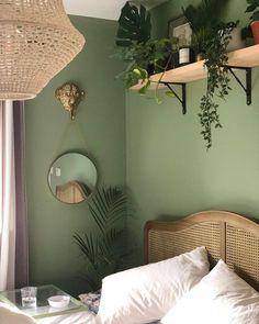 Oh comme jaime lendométriose personne na jamais dit ! Green Room Colors, Green Wall Color, Green Rooms, Green Bedroom Walls, Bedroom Colors, Green And White Bedroom, Green Walls, Home Bedroom, Bedroom Decor