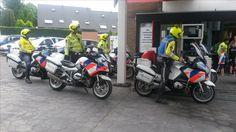 De politie Motoren tanken voor af, Om niet zonder benzine te komen zitten, In Doetinchem is Kuster olie sponsor van de Graafschap #Ontbrekend denk ik , Het zou niet misstaan
