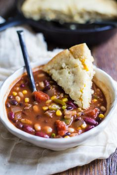 Lower Excess Fat Rooster Recipes That Basically Prime Loaded Vegan Chili-This Vegetable Chili Has 3 Different Kinds Of Beans In It Making It A Very Satisfying And Filling Chili That Even Meat Eaters Will Love Healthy Eating Recipes, Veggie Recipes, Whole Food Recipes, Soup Recipes, Cooking Recipes, Cooking Chili, Chili Food, Chili Chili, Cooking Turkey