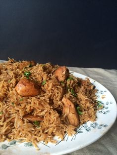 A Pakistani comfort food, this chicken pulao is a great way to get kids eating some Pakistani flavors that adults will enjoy! Rice Recipes, Indian Food Recipes, Chicken Recipes, Cooking Recipes, Ethnic Recipes, Chicken Meals, Turkey Recipes, Chicken Pilaf Recipe, Chicken