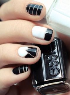 This manicure is all about classy modern style. Photo via Pshiiit
