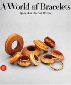 BOOK :  A World of BRACELETS  - Anne VAN CUTSEM - Ghysels collection