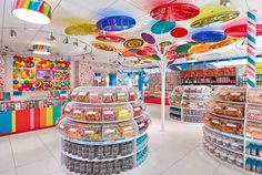 Exquisite candy store fixtures with candy display design for shopping mall Dylan's Candy, Best Candy, Buy Candy Online, Candy Store Display, Candy Room, Vegan Candies, Candy Brands, Chocolate Shop, Ideas