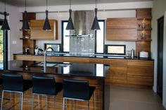 Inspirez-vous | Conception et fabrication d'armoires de cuisine et de meubles de salle de bain - Armoires Distinction Küchen Design, House Design, Interior Design, Shed Homes, Kitchen Dinning, Kitchen Interior, Home Kitchens, House Plans, Couple Crafts