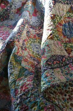 Ideas Vintage Quilting Blocks Fabrics For 2019 Liberty Quilt, Liberty Fabric, Scrappy Quilts, Easy Quilts, Antique Quilts, Vintage Quilts, Christmas Quilting Projects, Colorful Quilts, Textiles