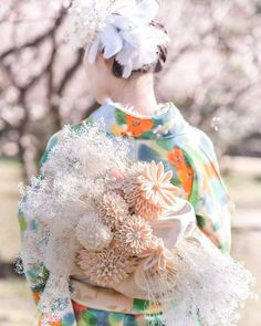 画像に含まれている可能性があるもの:1人以上、花、屋外、自然 Jeanne Lanvin, Traditional Wedding Attire, Traditional Dresses, Kanzashi, Ribbon Art, Japanese Outfits, Japanese Street Fashion, Kimono Dress, Kawaii Clothes