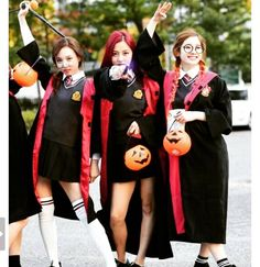 I was thinking about being Harry Potter...Aw man Anyway Love love LOVE this group #dahyun #jihyo #nayeon #twice