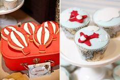 biscuits ballons à air chaud et petits gâteaux en tant que déco anniversaire enfant