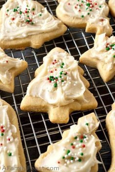 Eggnog Cookies with Eggnog Frosting are perfectly sweet cutout cookies with a luscious eggnog frosting on top. Don't forget those holiday sprinkles! Eggnog Cookies, Soft Sugar Cookies, Cut Out Cookies, Cupcake Cookies, Jordan Marsh Blueberry Muffin Recipe, Triple Chocolate Cheesecake, Cocoa Cake, Eggnog Recipe, Sweets