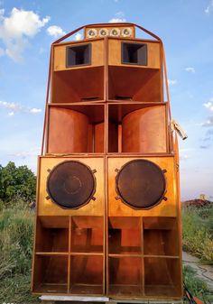 Three Headed Monkey es un Sound System ubicado en la provincia de Albacete, concretamente en el municipio de Villamalea. Drum N Bass, Wall Of Sound, Cool Tones, Reggae, Speakers, Audio, Urban, Nice, Artwork
