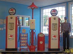 MobilIsland Old Gas Pumps, Vintage Gas Pumps, Retro Signage, Matra, Pompe A Essence, Old Gas Stations, Pump It Up, Old Signs, Vintage Motorcycles