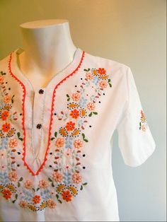 vintage. 70s White Folk Art Stitched Tunic Blouse